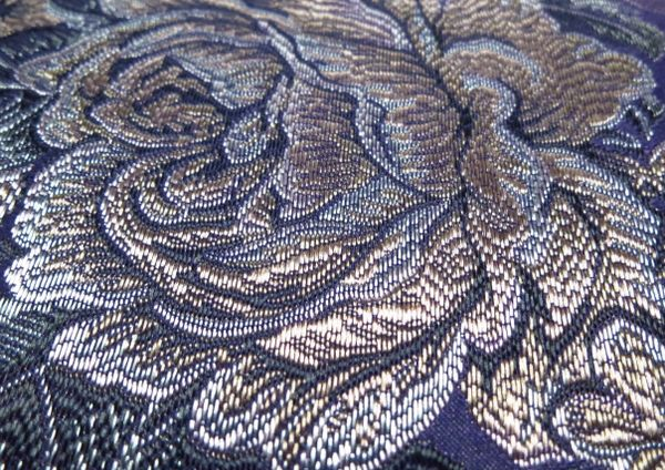 Ткань жаккард имеет стильный вид и рельефную текстуру